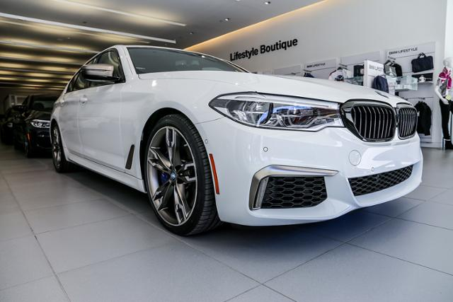 2019 Alpine White M550i xDrive DEMO
