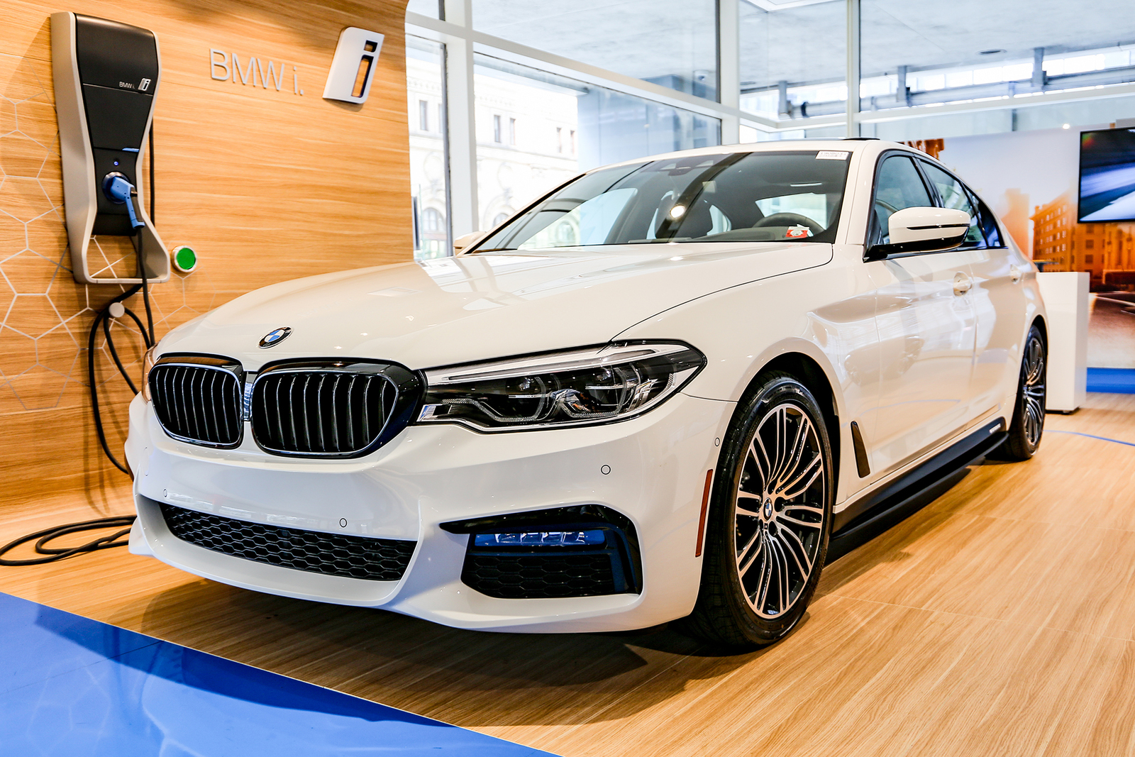 New 2019 Alpine White 540i xDrive